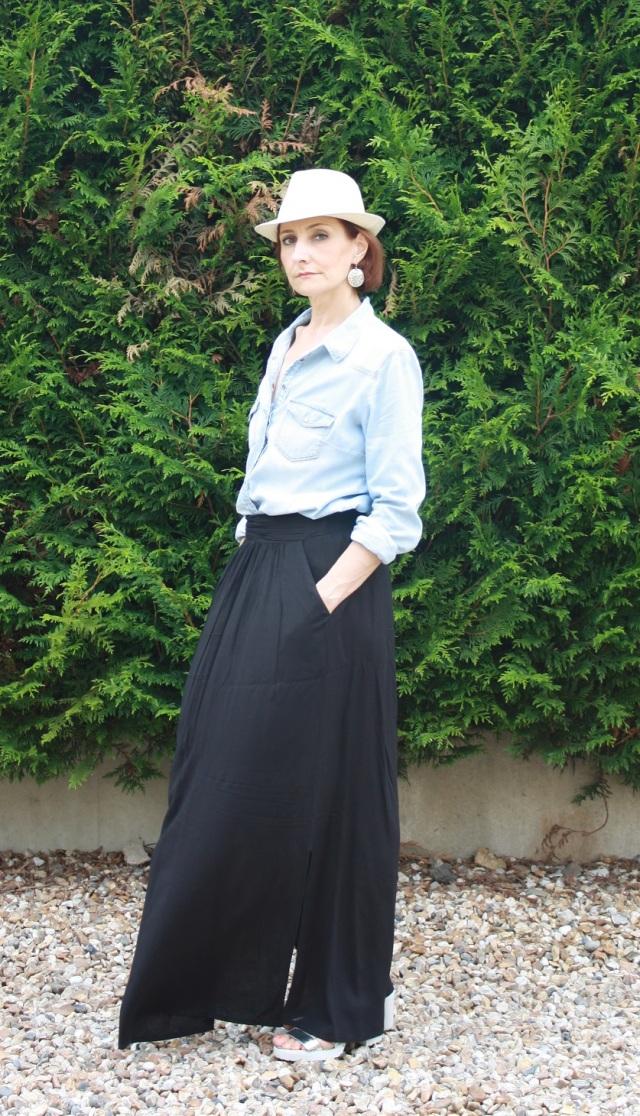 chemise denim_jupe longue noire 3