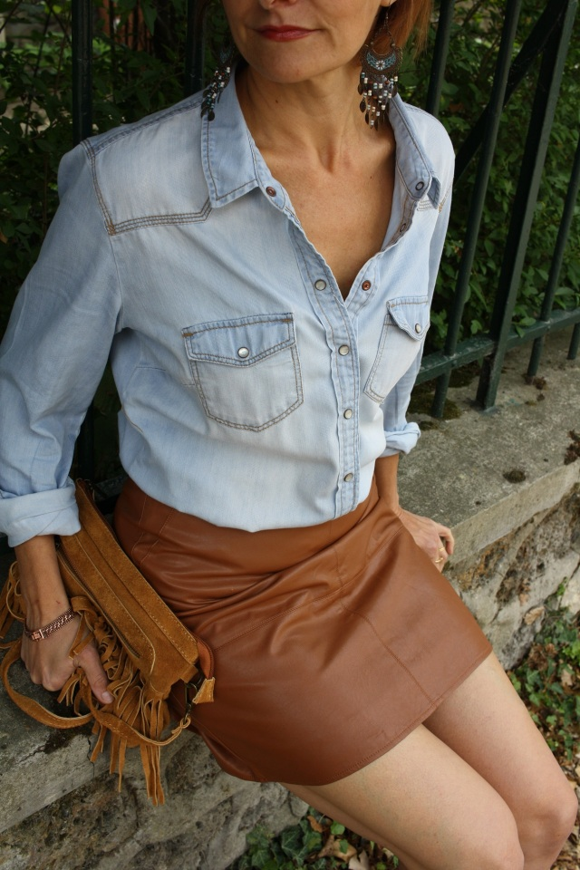 denim_shirt_leather_skirt_2