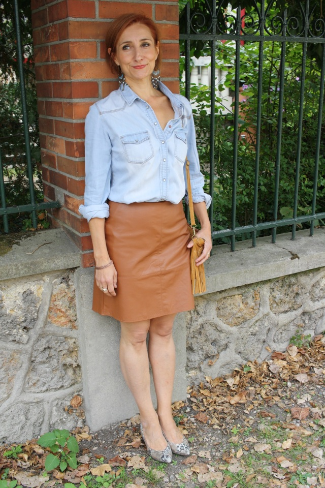 denim_shirt_leather_skirt_4