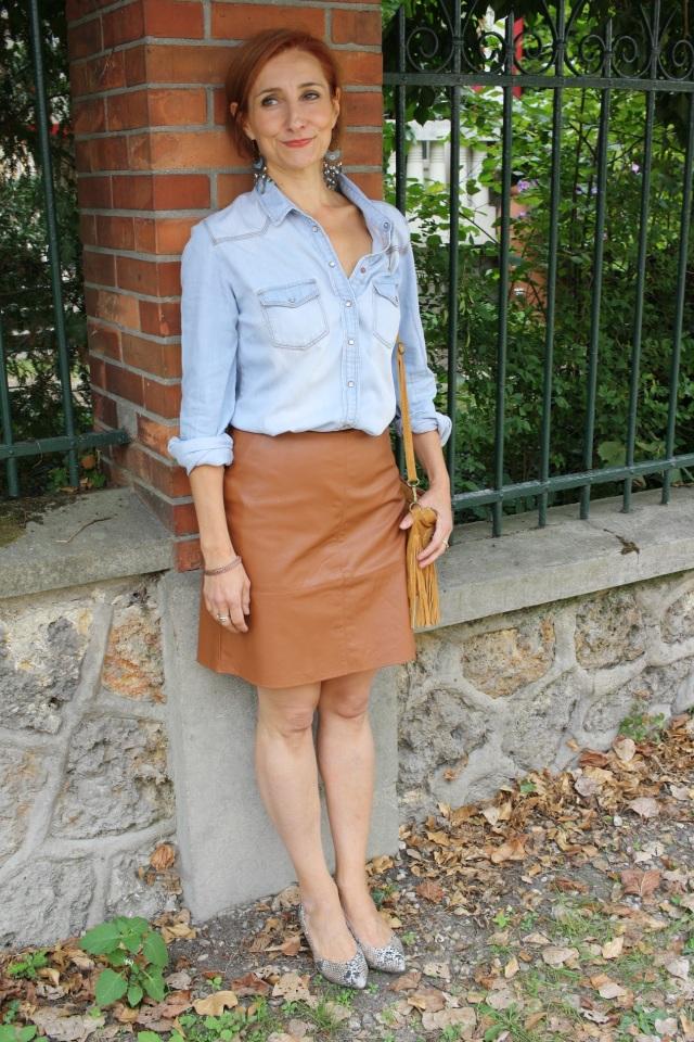 denim_shirt_leather_skirt_4