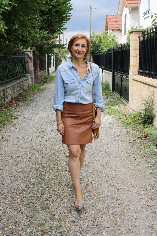 denim_shirt_leather_skirt_6