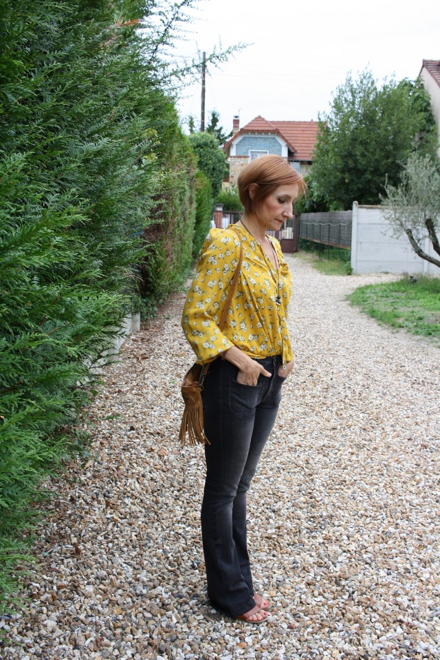 yellow_blouse_flare_jeans