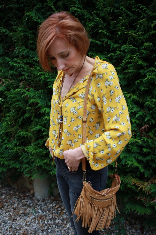 yellow_blouse_flare_jeans_2