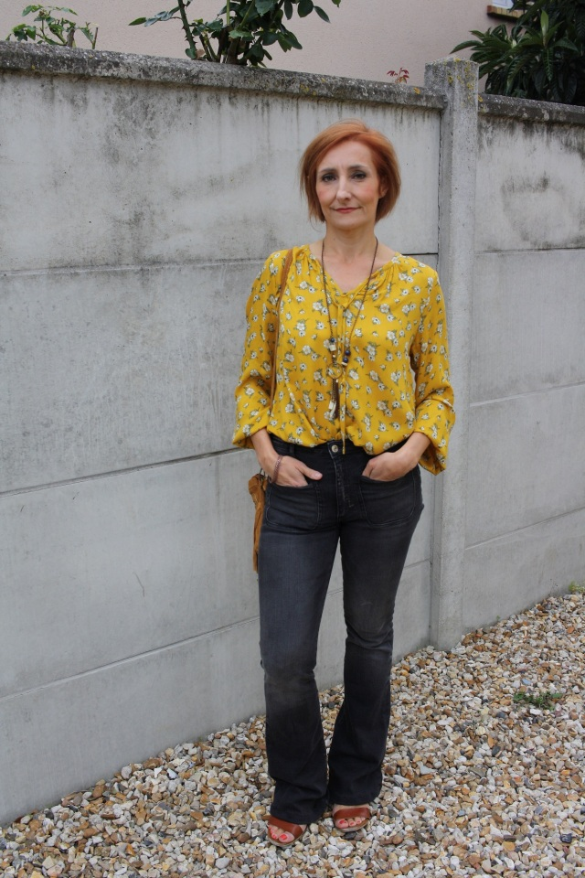 yellow_blouse_flare_jeans_3