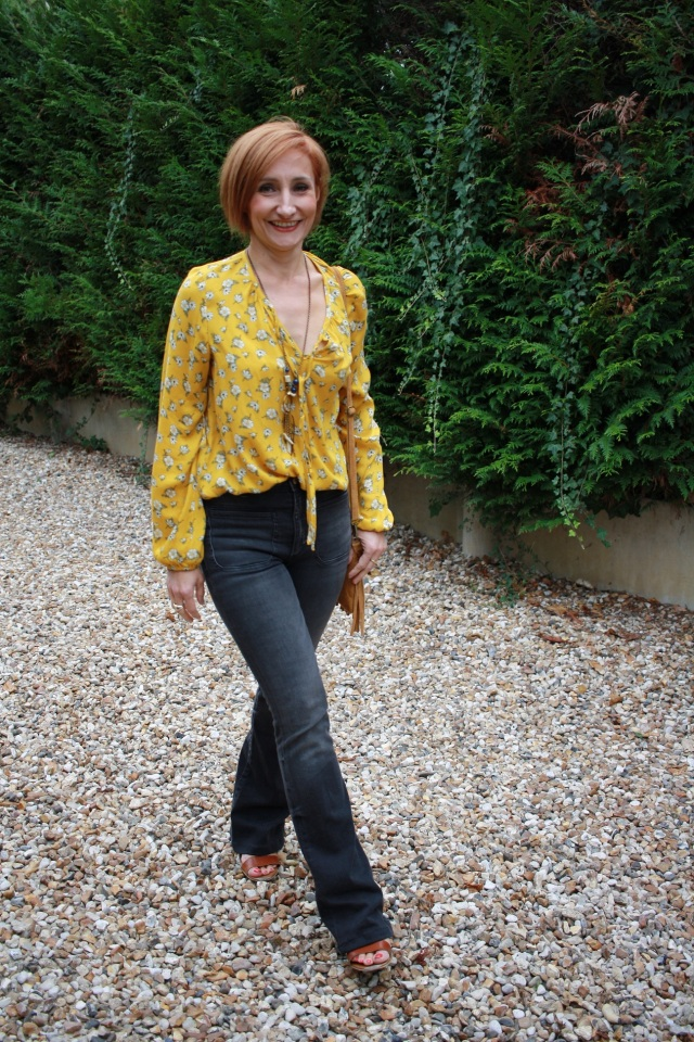 yellow_blouse_flare_jeans_6