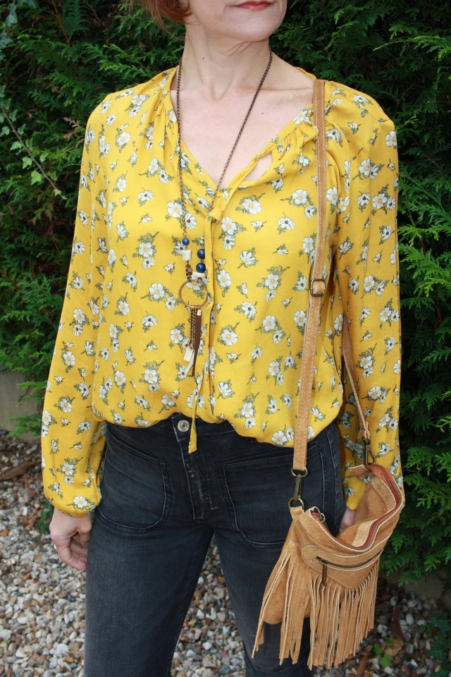 yellow_blouse_flare_jeans_8