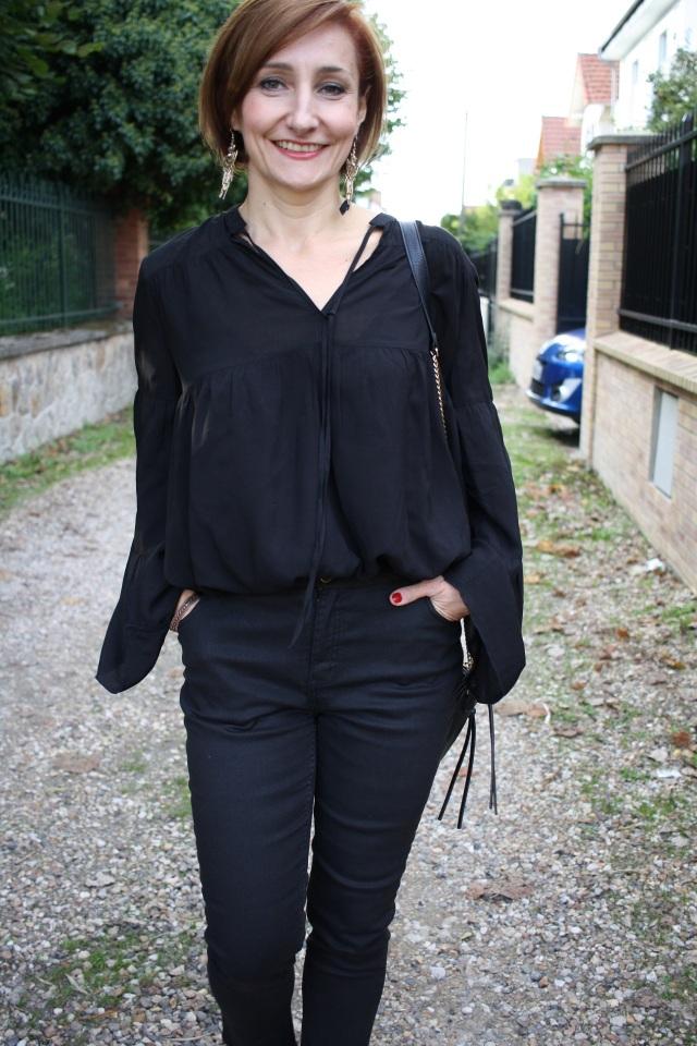blouse_pantalon_noirs_sac_chaine_dore