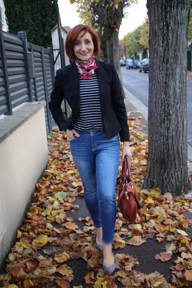 tenue_casual_et_chic_foulard_jean