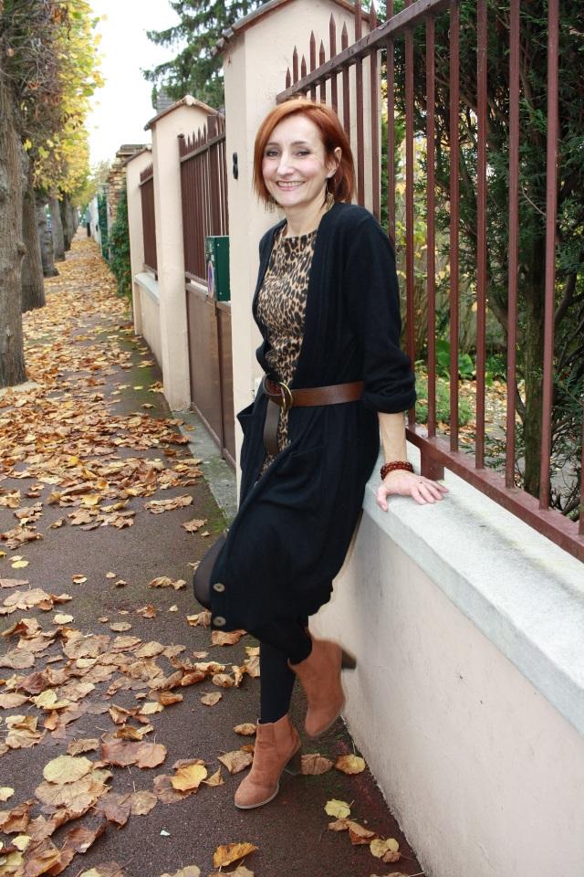 robe_leopard_gilet_long_noir_ceinture