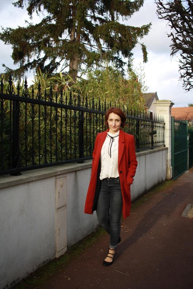 manteau_rouge_blouse_col_victorien